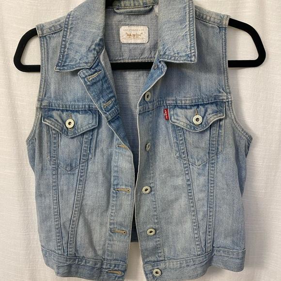 Levi's Distressed Jean Vest Medium